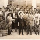 Nadia Cavalera (terza da destra, in prima fila) al Ginnasio, con la classe, il preside e il prof. di Lettere, Ingravallo