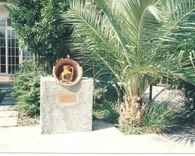 Nadia Cavalera, natura viva, 1999, collocata negli orti Sangiulianei